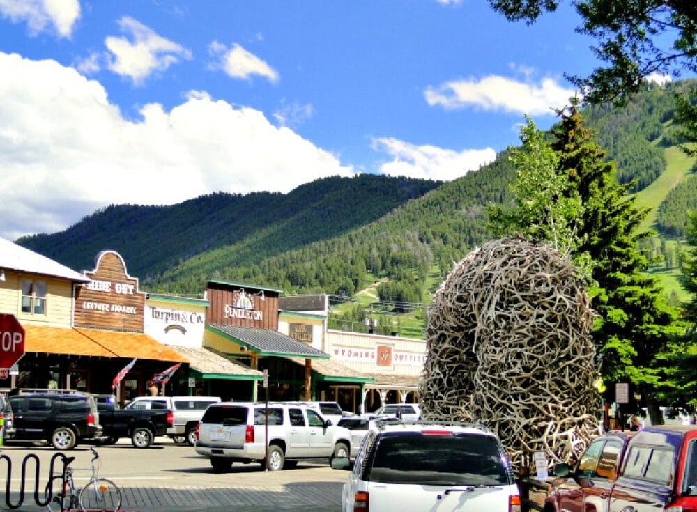 downtown-jackson-hole-antler-arches