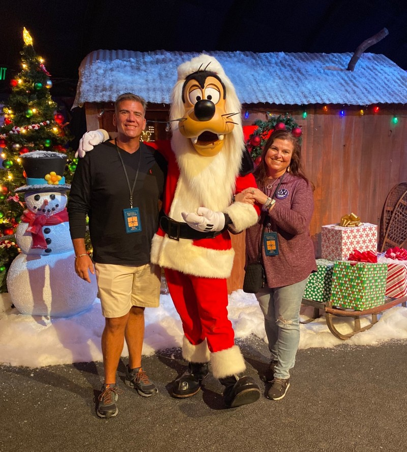 goofy Walt Disney World christmas holiday celebration