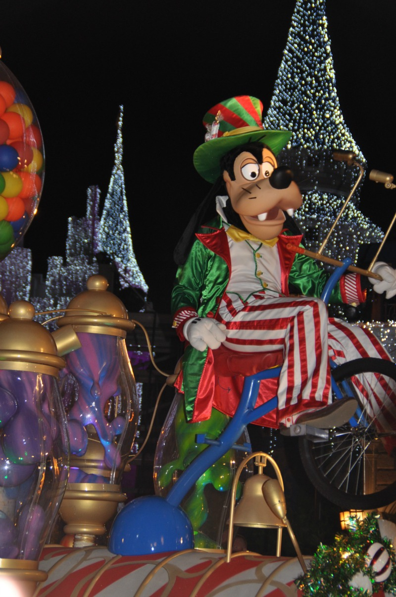goofy very merry christmas parade Disney World