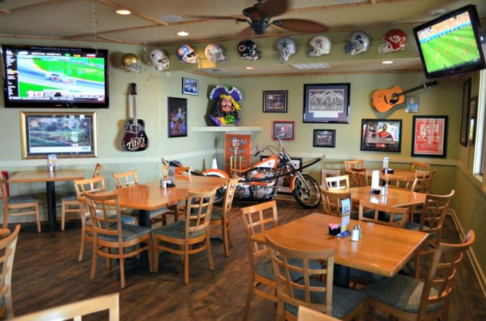 luckys sports bar canyon lake tx