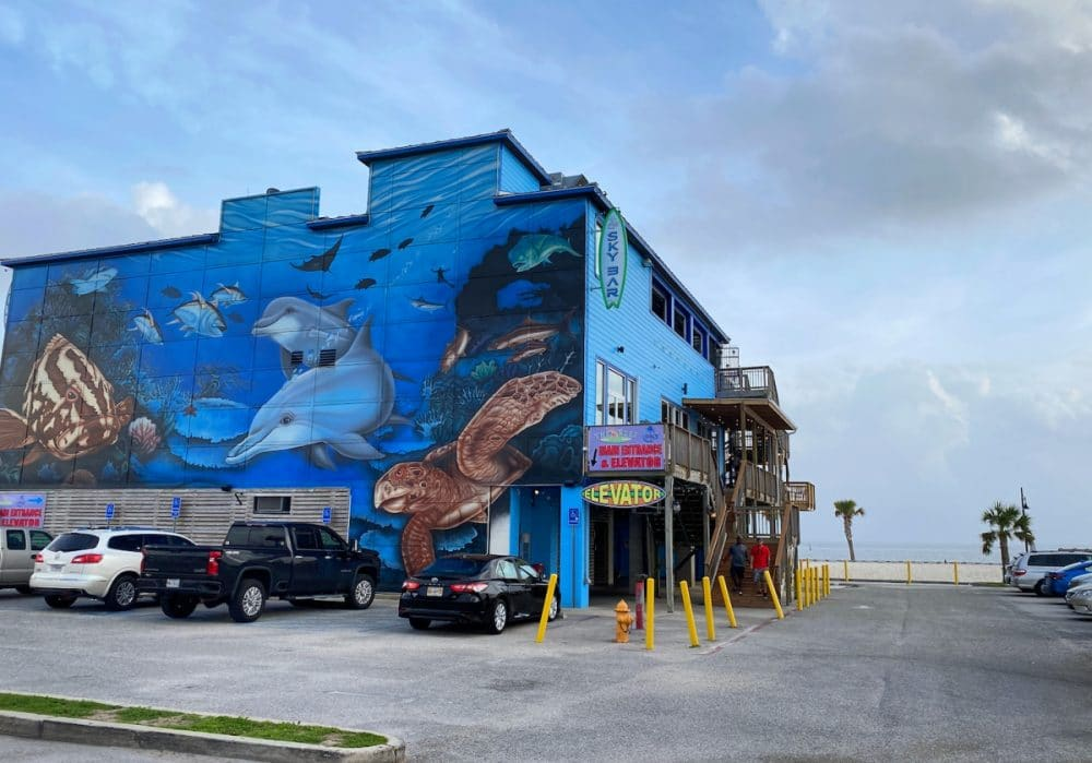 the-reef-Biloxi-painted-restaurant-with-sea-creatures