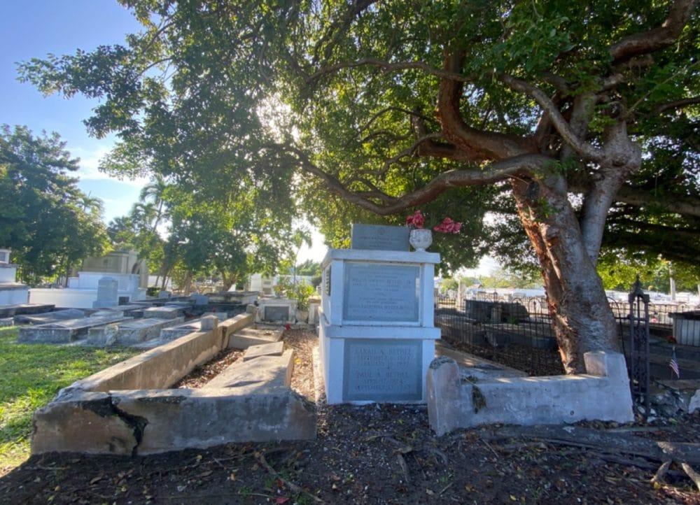 key-west-cemetery-stones