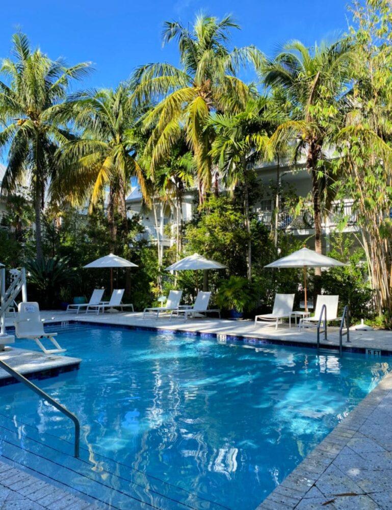 parrot-key-hotel-swimming-pool