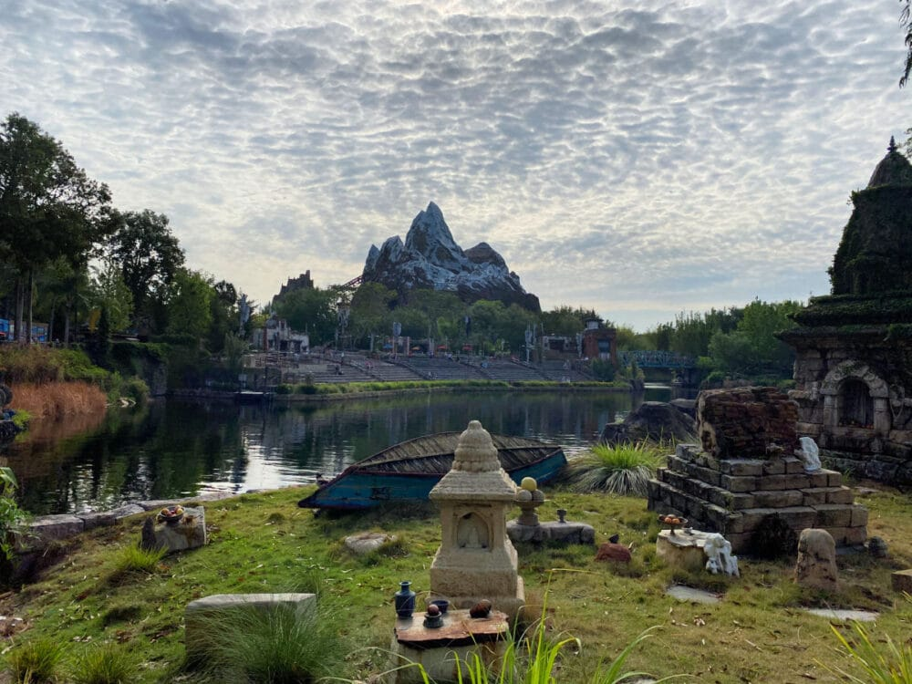 expedition-everest-ride-in-the-background