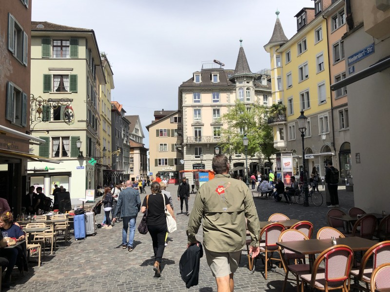 walking Zurich restaurants and shops