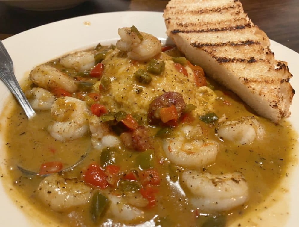 shrimp and grits with garlic toast