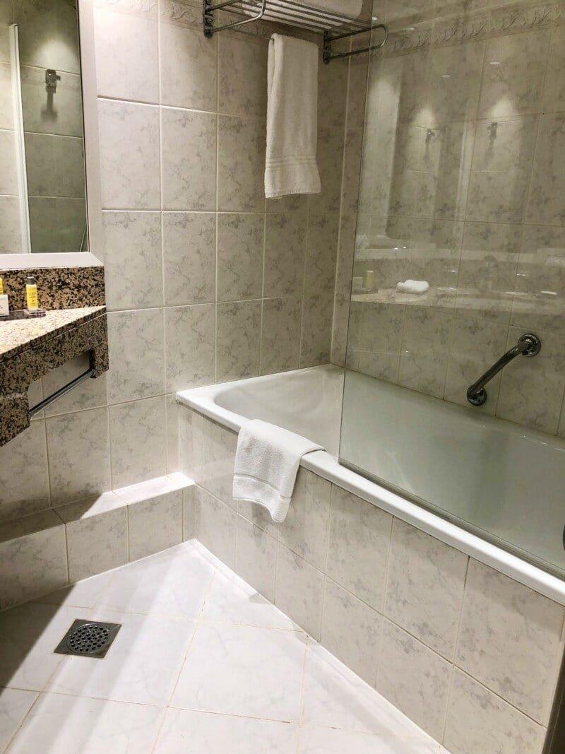 Marriott Paris bathroom