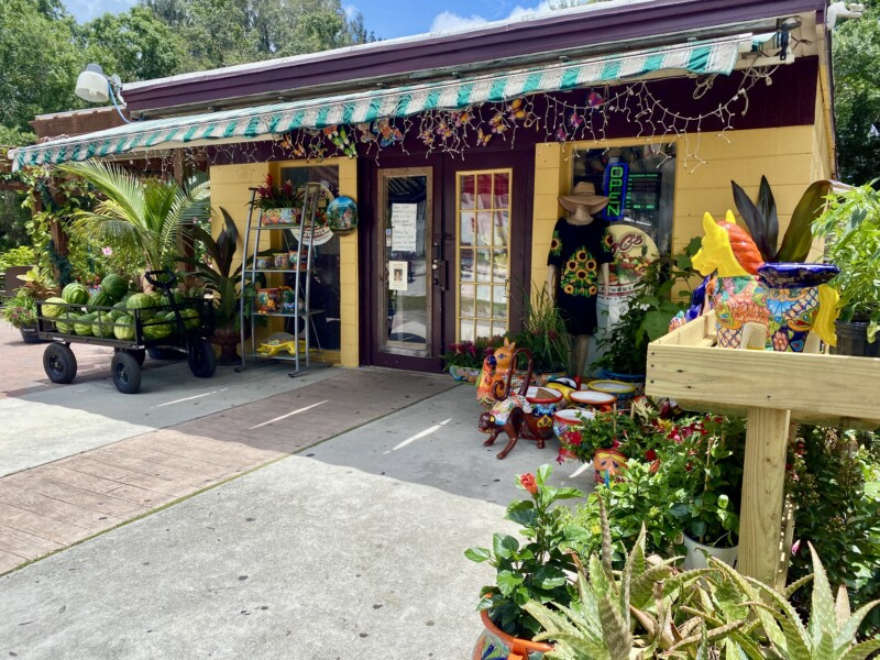 market in Fellsmere with produce and plants