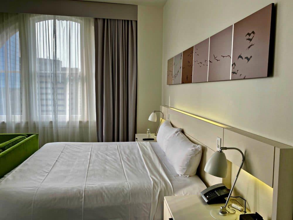 corner king room at 21c lexington hotel
