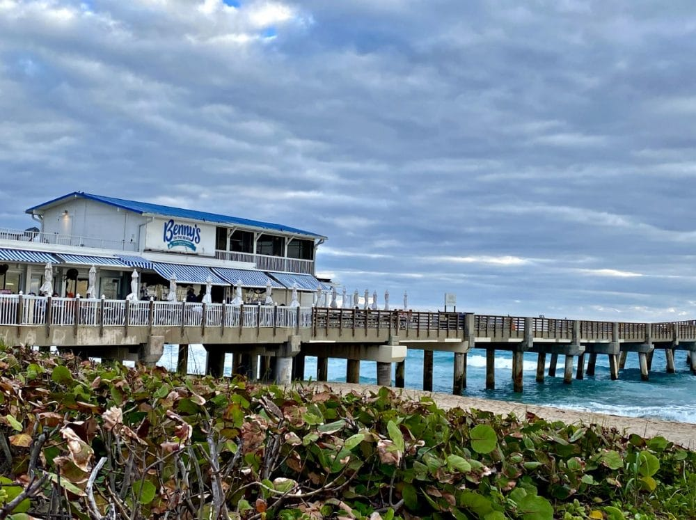 benny's on the beach pier restaurant