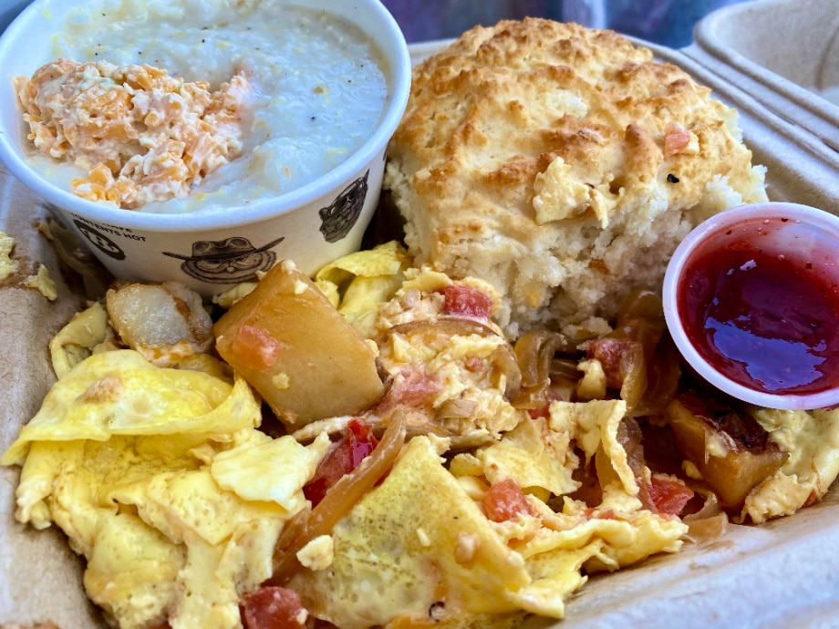 biscuit head omelet and grits