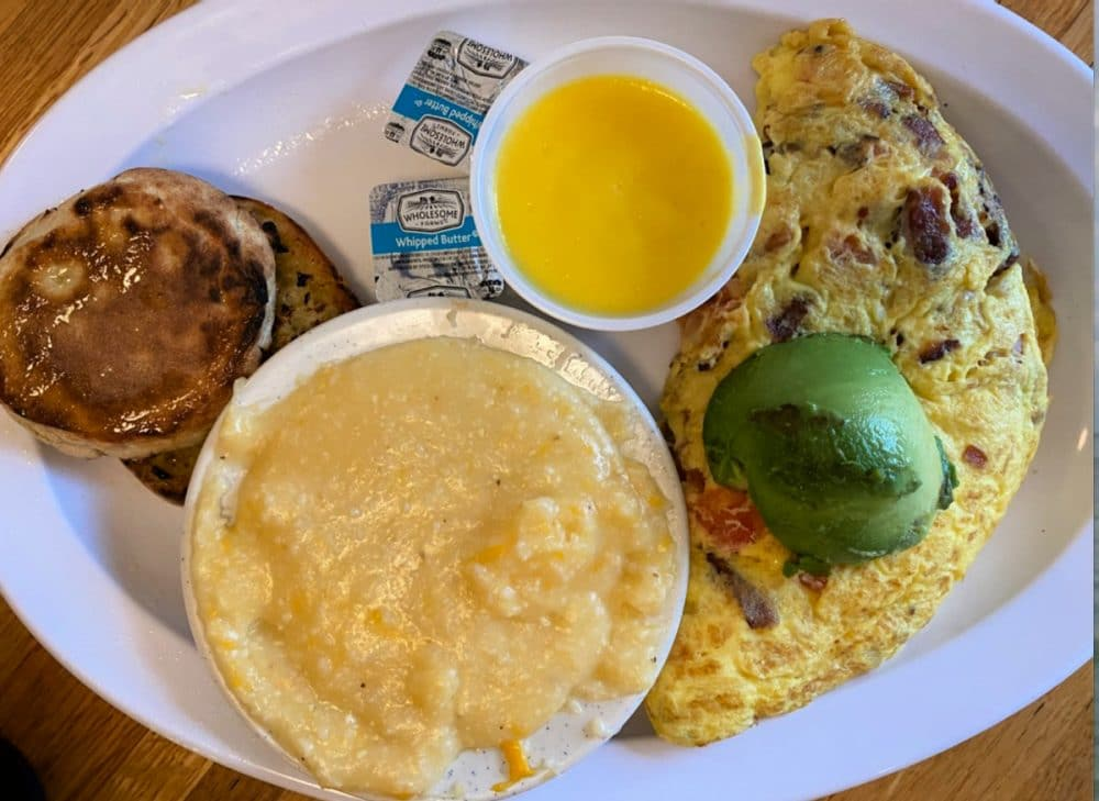 omelet and grits at beach diner