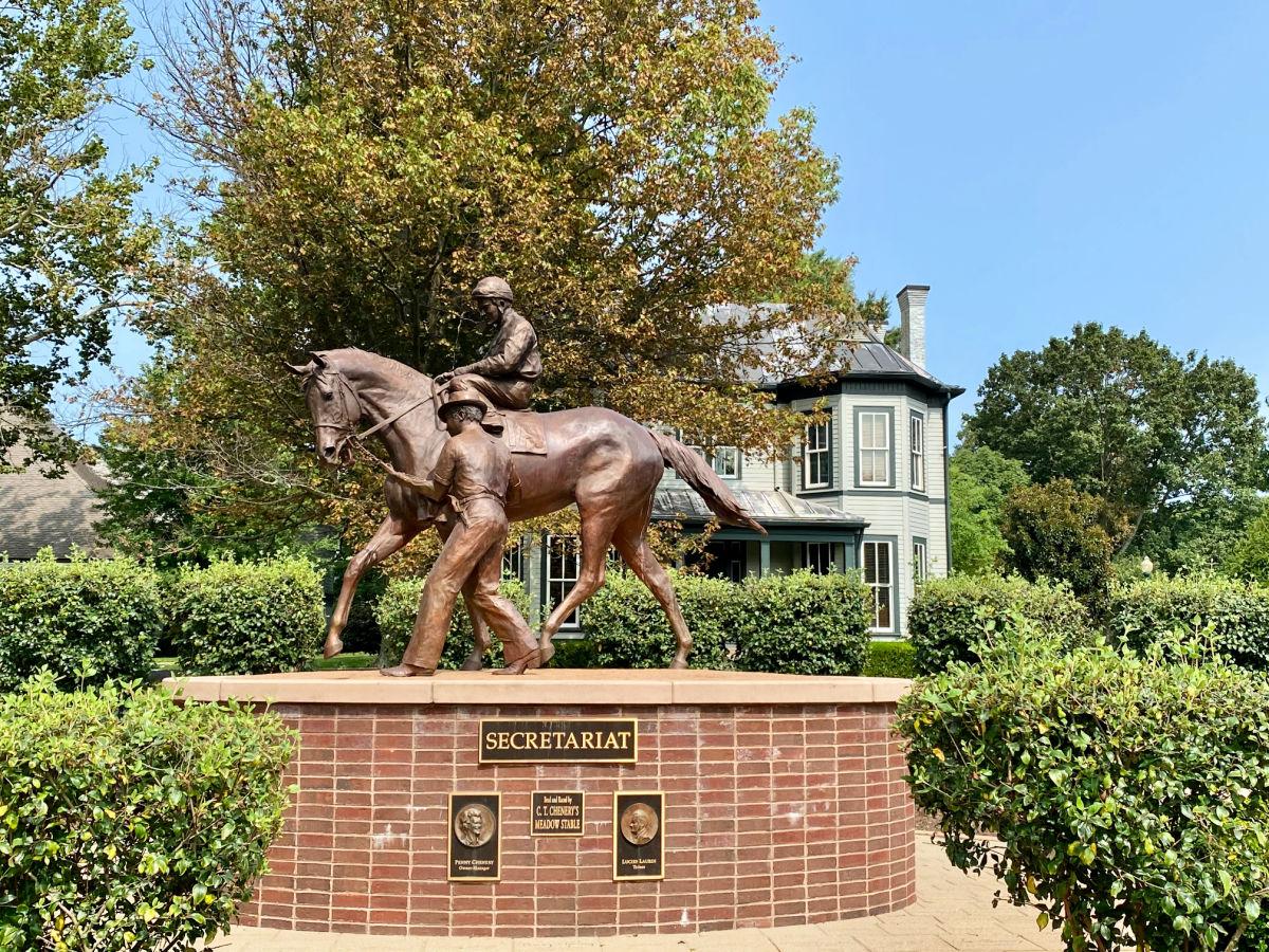 secretariat-statue-in-lexington