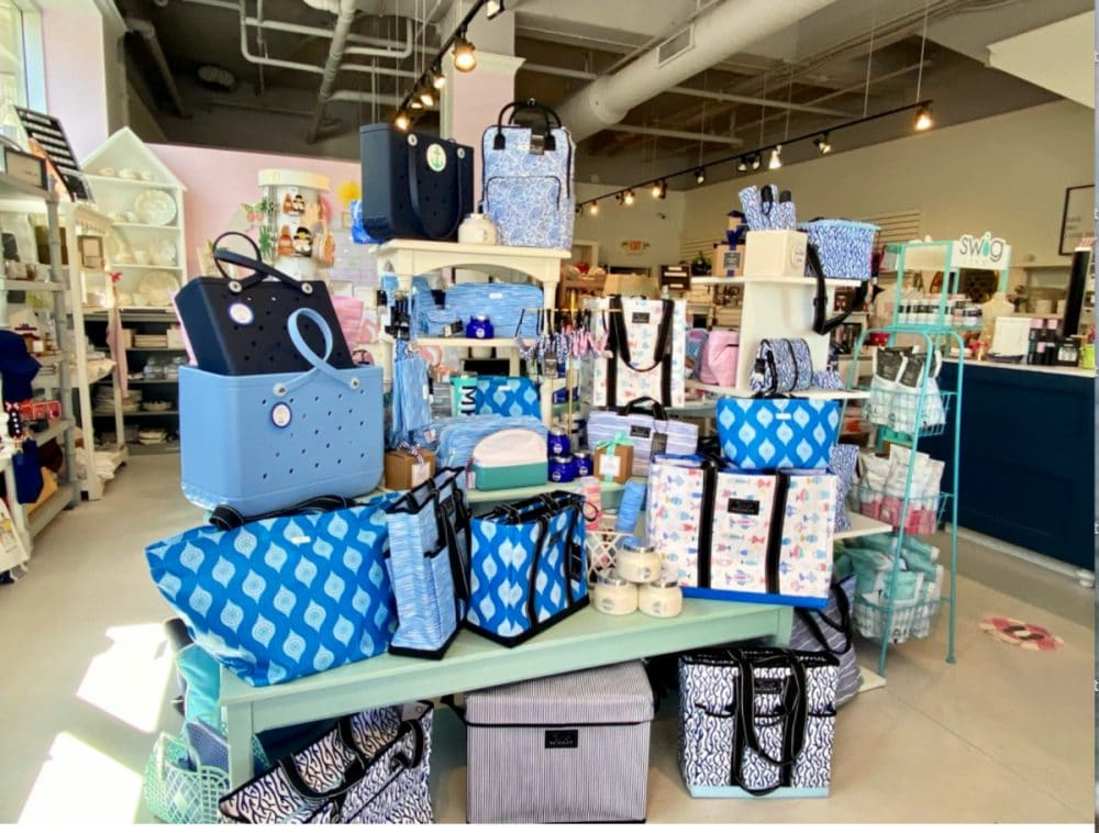 boutique-shopping-at-Poppies-Birkdale-Village