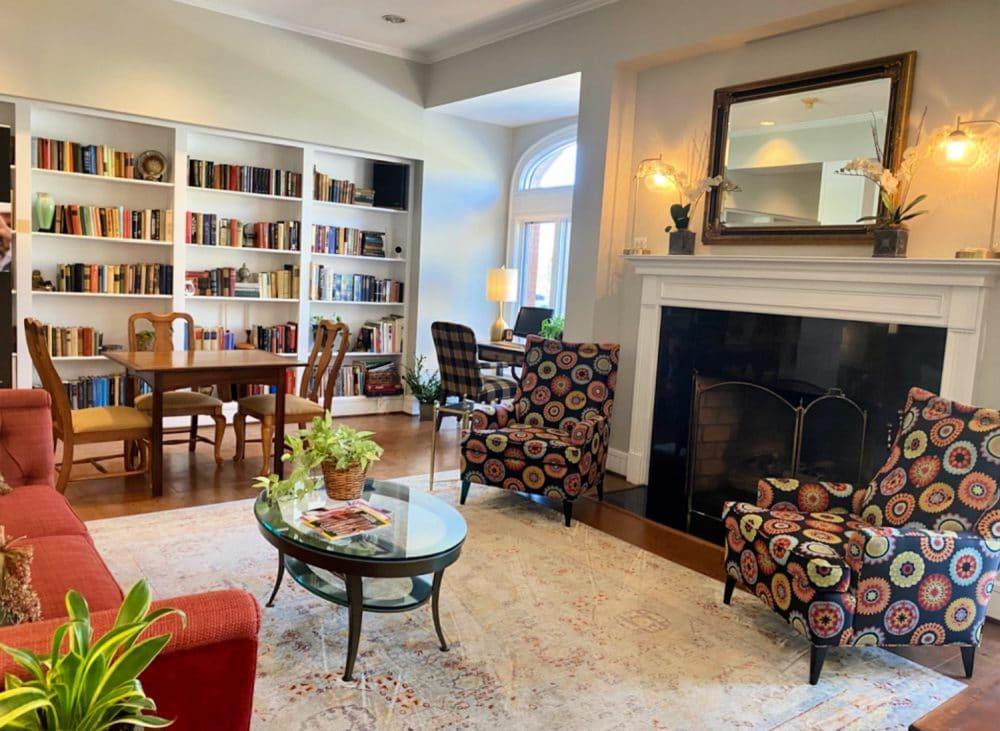 lobby-at-Davidson-Village-Inn