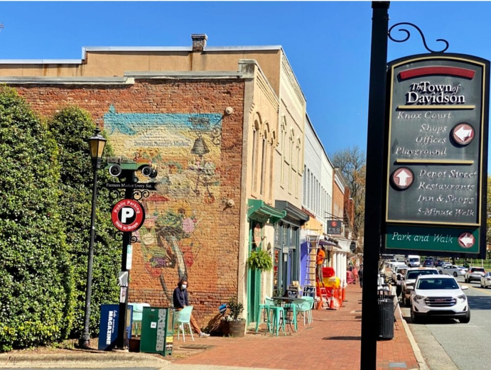 local-boutiques-in-downtown-Davidson-nc