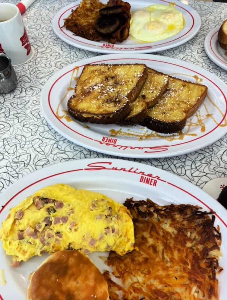 sunliner-diner-omelet-and-french-toast
