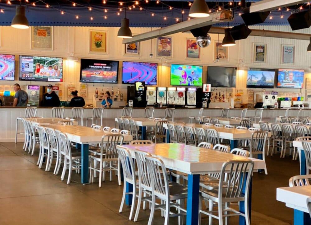 the-hangout-restaurant-decor