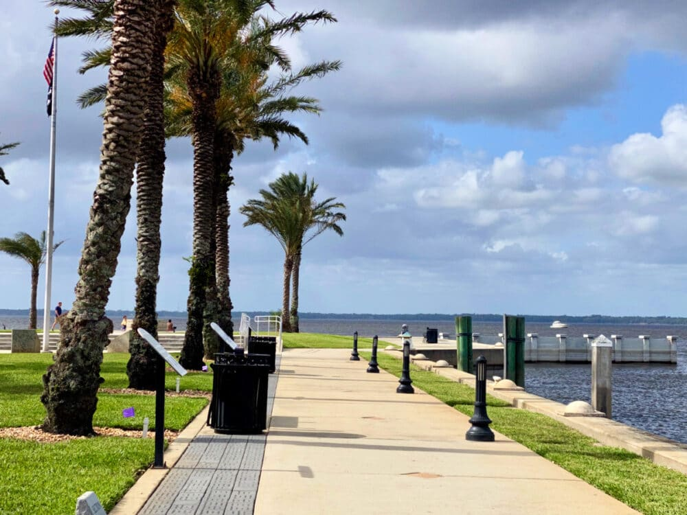 waterfront-park-with-memorials