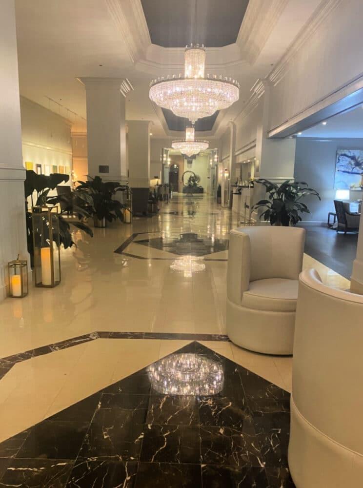 desoto-savannah-hotel-lobby-chandeliers
