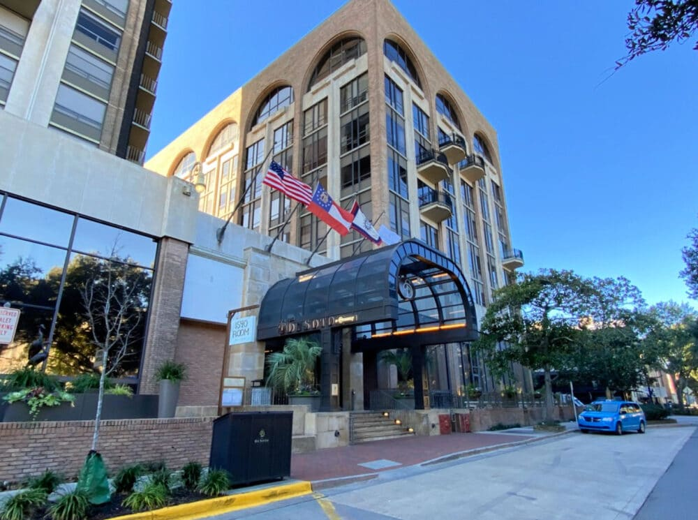outside-curb-appeal-of-desoto-savannah-hotel