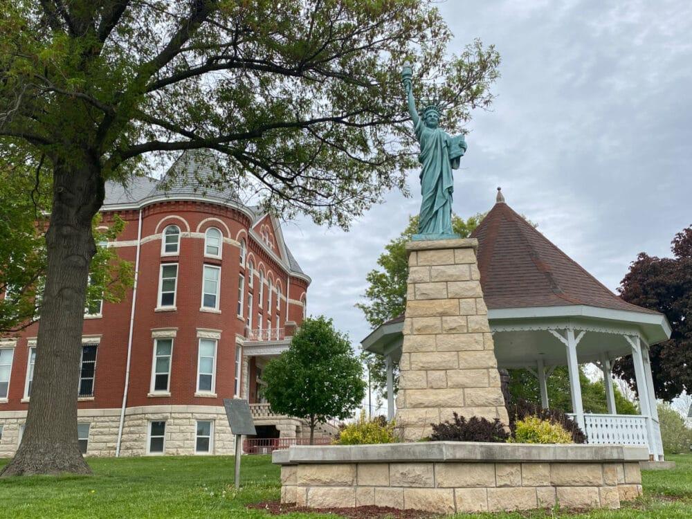 donovan-county-courthouse
