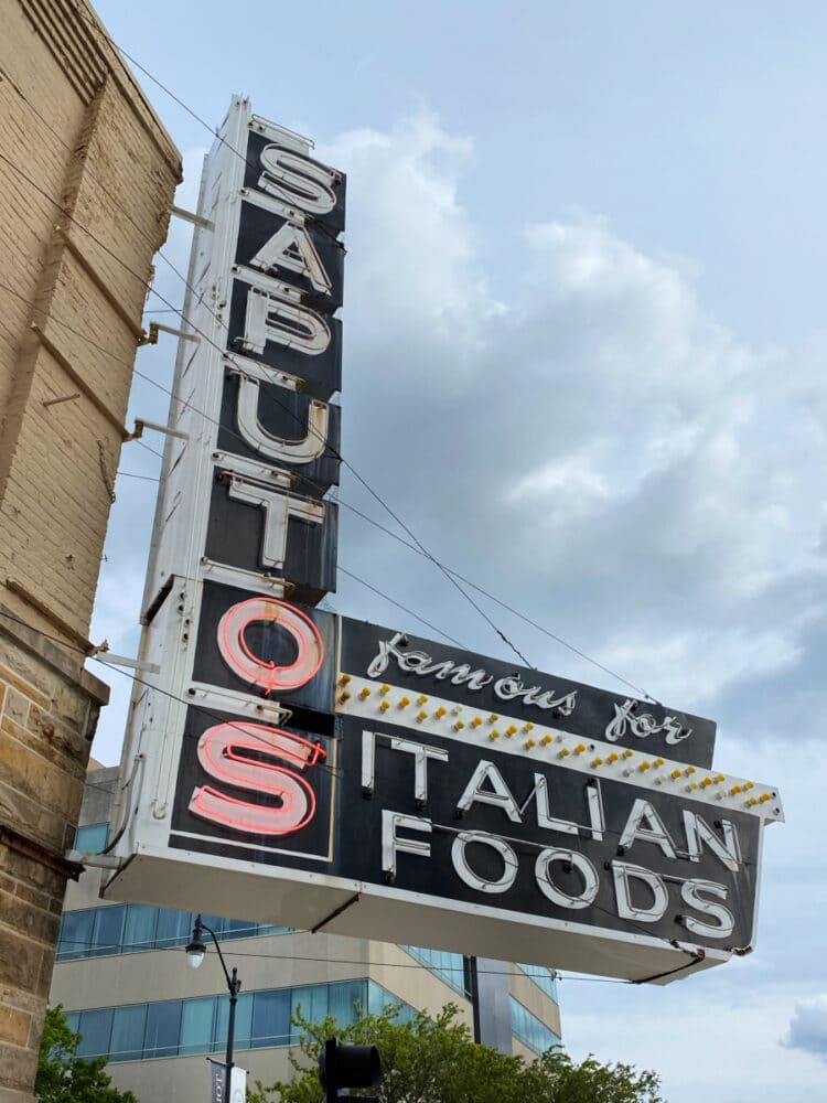saputos-italian-foods-sign