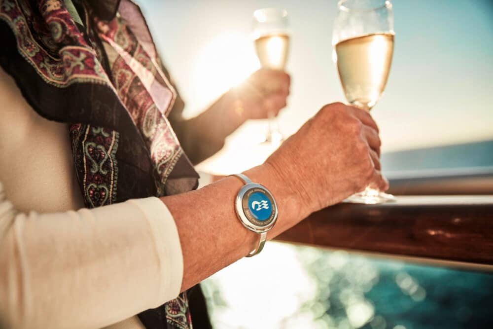 princess-Ocean-Medallion-wearable-guests-champagne